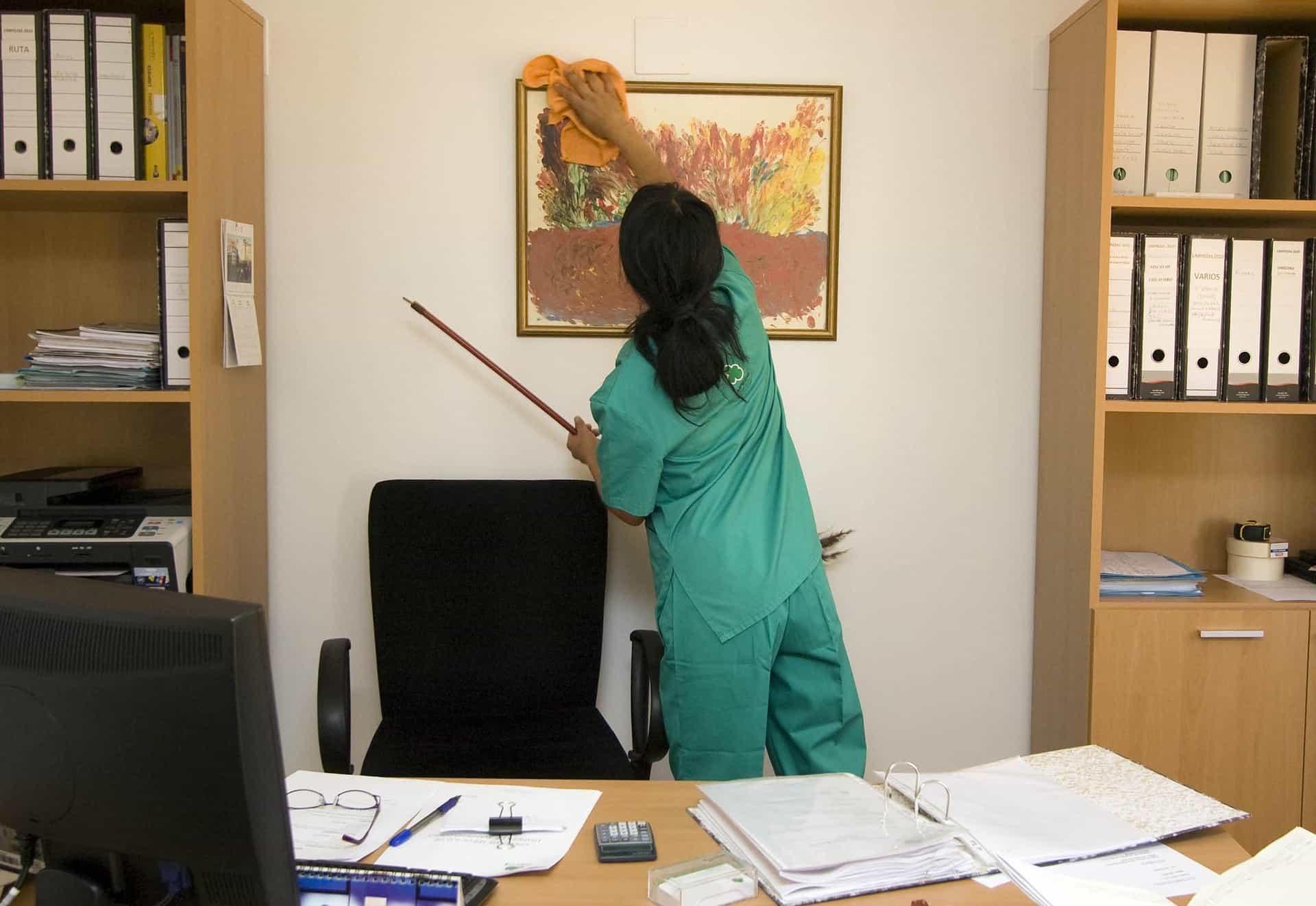 femme de menage nettoyage bureau